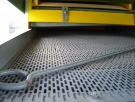 A versatilidade das chapas perfuradas faz com que elas sejam usadas em produtos, projetos, parques fabris e infinitas outras aplicações. O tamanho certo, a perfuração exata e as distâncias da chapa tornam este produto multiaplicável.